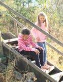 台阶的女孩 免版税库存照片