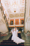台阶的美丽的新娘 库存图片
