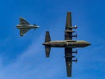台风战斗机和赫拉克勒斯C-130 免版税库存照片