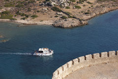 从史宾纳隆加岛堡垒的看法在Elounda附近的克利特 希腊 库存照片