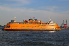 史泰登岛渡轮在纽约港口 图库摄影