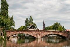 史特拉斯堡, FRANCE/EUROPE - 7月17日:在一条运河的桥梁在Str 免版税图库摄影