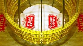 史特拉artois啤酒杯显示 库存照片