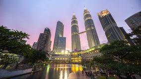 史诗和美好的日落在吉隆坡市中心 免版税库存照片