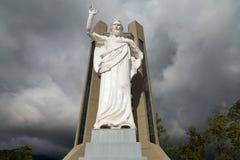 史诗耶稣雕象 库存照片