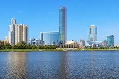 叶卡捷琳堡城市看法从城市池塘,俄罗斯的 库存照片