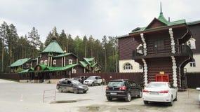 叶卡捷琳堡,俄罗斯, 2017年6月 项目在俄罗斯移动 圣洁皇家激情持票人的修道院 的treadled 图库摄影
