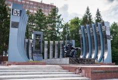 叶卡捷琳堡,俄罗斯- 7月, 05,2017 :对在阿富汗丧生的战士记忆的著名黑郁金香纪念碑  免版税图库摄影