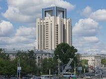 叶卡捷琳堡,俄罗斯- 06/07/2017 :俄罗斯天然气工业股份公司公司塔在叶卡捷琳堡 库存照片