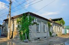 叶夫帕托里亚,克里米亚, 2016年7月, 04日 没人,老房子,在1862年其中是家庭对Kalf以撒阿布拉莫夫医生Karaims朝代  图库摄影