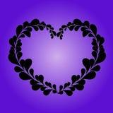 从叶子的华伦泰心脏在lila背景 免版税库存照片