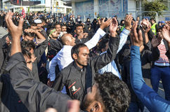 什叶派回教徒人呼喊伊斯兰教的口号阿修罗队伍 库存图片