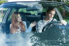 司机不耐烦与女性乘客 库存图片