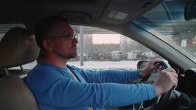 司机在得到的堵车移动和停止和紧张 影视素材