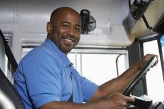 司机在校车上 免版税图库摄影