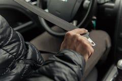 司机起动in-car安全带 免版税图库摄影