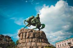司令官博格丹・赫梅利尼茨基雕象在基辅 图库摄影
