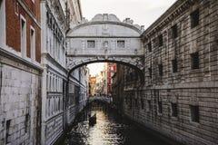 叹气威尼斯意大利桥梁  库存图片
