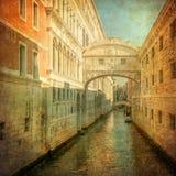 叹气桥梁,威尼斯的葡萄酒图象 免版税库存照片