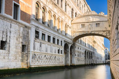 叹气著名桥梁在威尼斯,意大利 库存图片