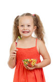 吃与健康食物蔬菜的儿童女孩 免版税库存照片