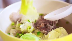 吃中国食物,馄饨饺子汤 影视素材
