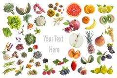 吃五的健康食物、各种各样的水果和蔬菜的概念每在withte背景的天与在的拷贝txte 库存照片