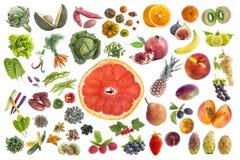 吃五的健康食物、各种各样的水果和蔬菜的概念每在withte背景的天与grapfruit切片 免版税图库摄影