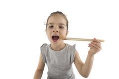 吃亚洲曲奇饼的小女孩 免版税图库摄影