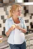 吃健康孕妇 库存照片