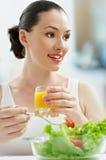 吃健康的食物 免版税图库摄影