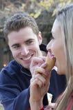 吃冰淇凌的夫妇 库存图片