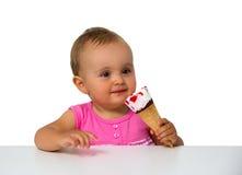 吃冰淇凌的婴孩 免版税图库摄影