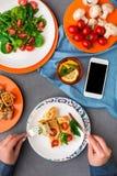 吃在灰色背景,顶视图的妇女健康食物 图库摄影