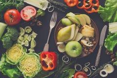 吃在黑背景的健康食物 图库摄影