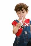 吃女孩一点strawber 免版税库存图片