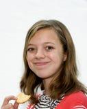 吃女孩年轻人 免版税库存照片