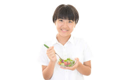 吃女孩沙拉 免版税图库摄影