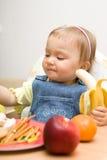 吃女孩的婴孩 图库摄影