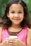 吃女孩年轻人的巧克力 库存照片