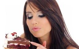 吃妇女年轻人的蛋糕 库存图片