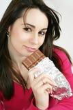 吃妇女的巧克力 免版税图库摄影