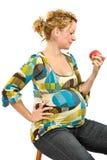 吃孕妇的苹果 图库摄影