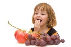 吃孩子应该的果子 图库摄影