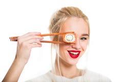 吃寿司的白发女孩 图库摄影