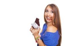 吃巧克力用两只手的俏丽的妇女,有一些的在她的嘴 在白色的Isolatet 库存照片