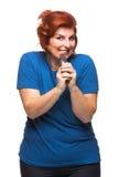 吃巧克力的弯曲的妇女 图库摄影