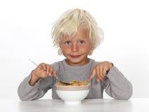 吃年轻人的男孩早餐 免版税图库摄影