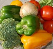 吃新鲜的健康有机种类蔬菜 库存图片