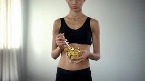吃测量的磁带,bmi控制,食物制约的概念的适合妇女 库存照片